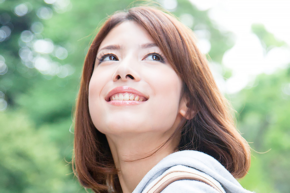 ホワイトニングで健康的な歯の白さを